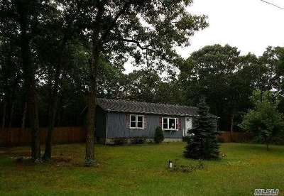 Center Moriches Single Family Home For Sale: 348 S Service Rd