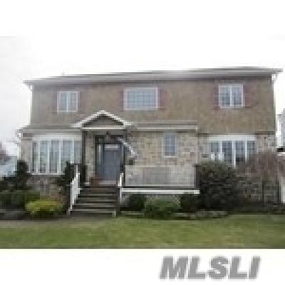 Massapequa Single Family Home For Sale: 6 Garfield Pl