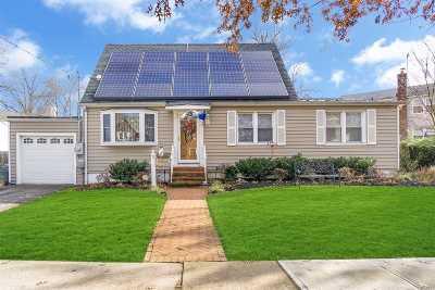 Hewlett Single Family Home For Sale: 72 Harris Ave