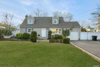 Bay Shore  Single Family Home For Sale: 1092 Carll Dr