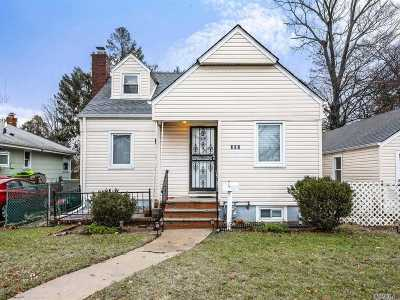 Lynbrook Single Family Home For Sale: 382 Vincent Ave