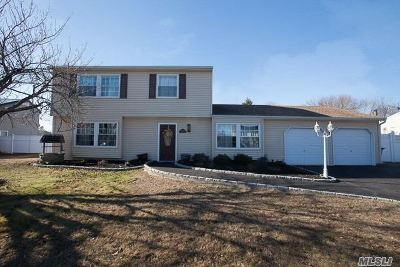 Medford Single Family Home For Sale: 10 Sprat St