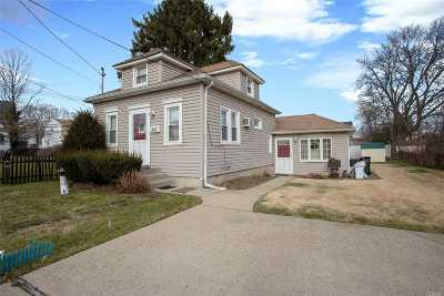 East Meadow Single Family Home For Sale: 247 Concord Ave