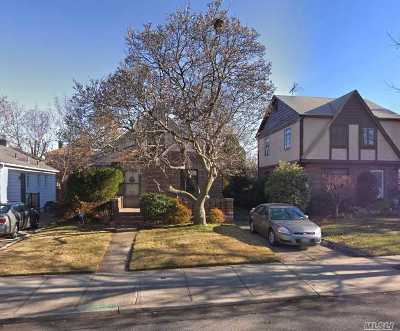Fresh Meadows Single Family Home For Sale: 58-31 185th St