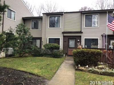 Coram Condo/Townhouse For Sale: 820 Woodland Ct