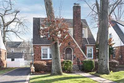 W. Hempstead Single Family Home For Sale: 237 Hempstead Garden Dr