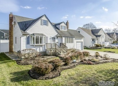 Wantagh Single Family Home For Sale: 3595 Sarah Dr