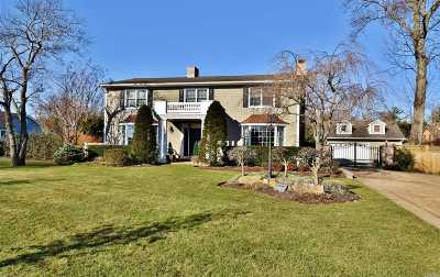 West Islip Single Family Home For Sale: 2 Larry Ln