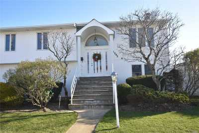 Seaford Single Family Home For Sale: 2595 Marina Park Dr