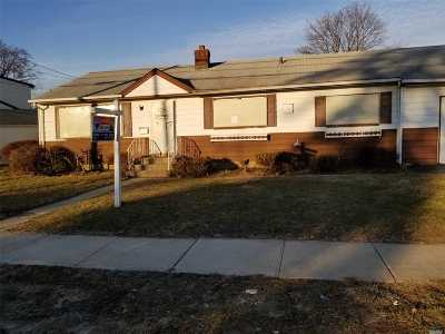 W. Babylon Single Family Home For Sale: 221 Arnold Ave