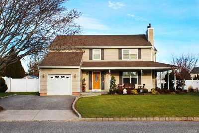 Manorville Single Family Home For Sale: 3 Lea Ave