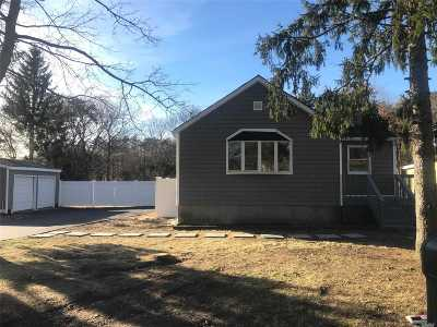 Selden Single Family Home For Sale: 298 Magnolia Dr