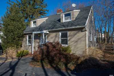 Syosset Single Family Home For Sale: 70 Split Rock Rd