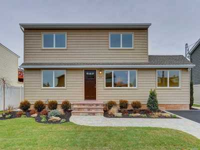 Massapequa Single Family Home For Sale: 255 N Cedar St