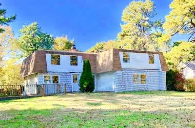 Medford Single Family Home For Sale: 46 Crooked Pine Dr