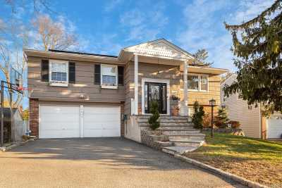 Woodmere Single Family Home For Sale: 1049 Wales Pl