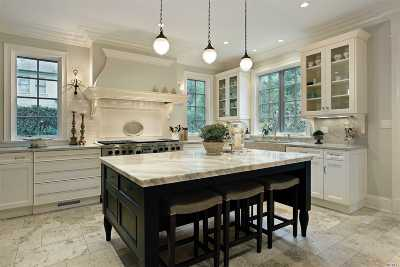 Levittown Single Family Home For Sale: 10 Thrush Ln