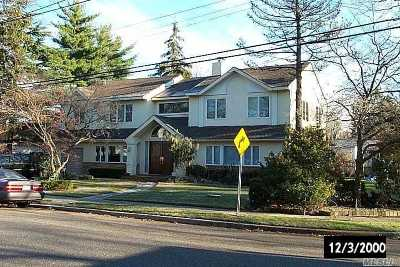 Woodmere Single Family Home For Sale: 564 Woodmere Blvd