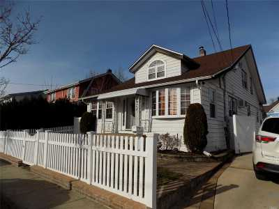 Freeport Single Family Home For Sale: 26 W Milton St