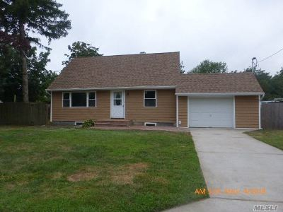 Central Islip  Single Family Home For Sale: 94 Applegate Dr