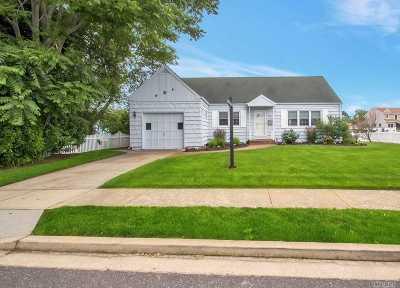 Massapequa Single Family Home For Sale: 83 Beach Rd
