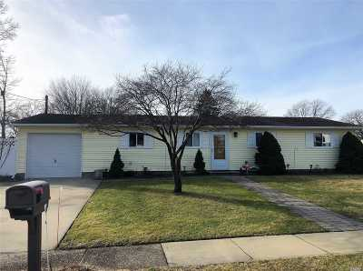 Ronkonkoma Single Family Home For Sale: 18 Windham Ln