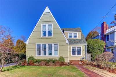 Islip Single Family Home For Sale: 15 Rose St