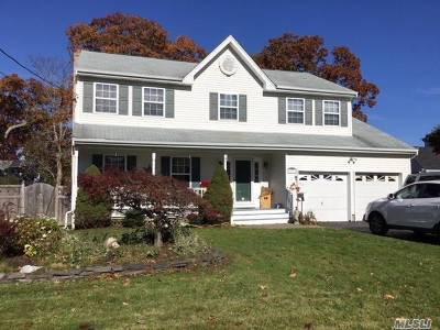 East Islip Single Family Home For Sale: 17 Donna Pl