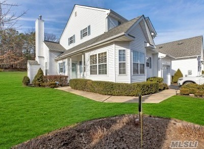 Manorville Condo/Townhouse For Sale: 1 Brookville Way