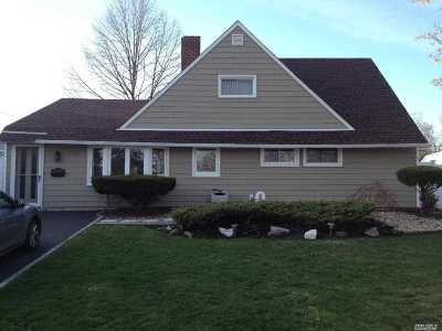 Wantagh Single Family Home For Sale: 327 Duckpond Dr