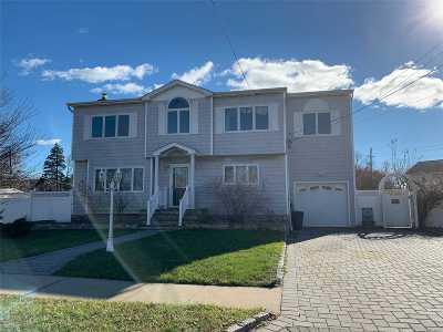 Lindenhurst Single Family Home For Sale: 19 7th St