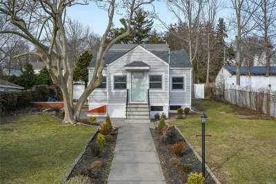 Farmingville Single Family Home For Sale: 17 Rosemont Ave