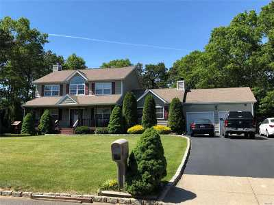Manorville Single Family Home For Sale: 1 Palace Ct