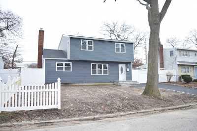 Ronkonkoma Single Family Home For Sale: 85 Lakewood Ave