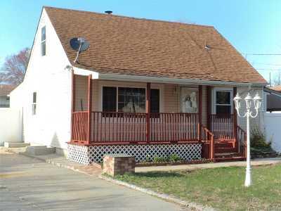 Central Islip  Single Family Home For Sale: 53 East Cedar St