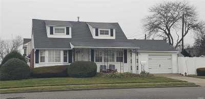 Hicksville Single Family Home For Sale: 30 Washington Ave