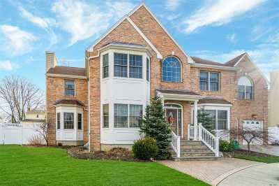 Syosset Single Family Home For Sale: 9 Corin Ct