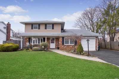 Smithtown Single Family Home For Sale: 36 Carnegie Dr