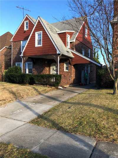 Lynbrook Single Family Home For Sale: 19 Hampton Rd