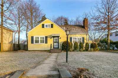Westbury Single Family Home For Sale: 513 Rutland St