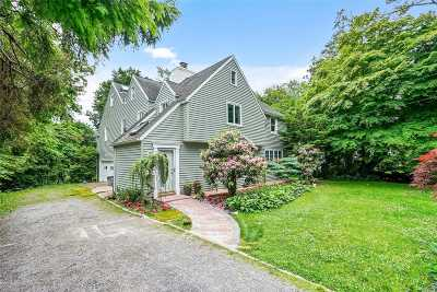 Great Neck Single Family Home For Sale: 7 Ascot Ridge Road