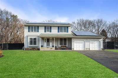 Farmingville Single Family Home For Sale: 15 Eton Rd