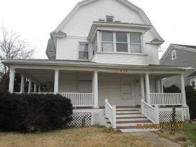 Freeport Multi Family Home For Sale: 272 Miller Ave