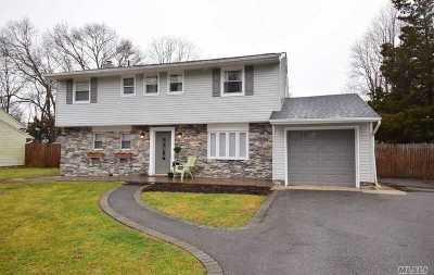 East Islip Single Family Home For Sale: 50 Overlook Dr