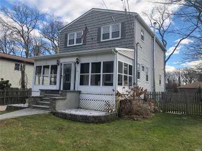Islip  Single Family Home For Sale: 14 W Cedar St