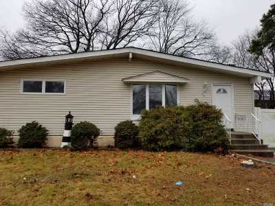 Central Islip  Single Family Home For Sale: 26 Dawn Cres