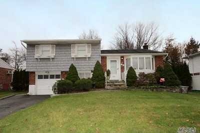 Syosset Single Family Home For Sale: 34 N Pickwick Dr