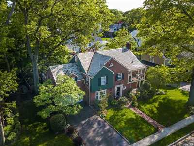 Rockville Centre Single Family Home For Sale: 20 Arrandale Rd