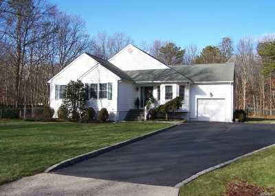 Manorville Single Family Home For Sale: 9 Sheila Ct