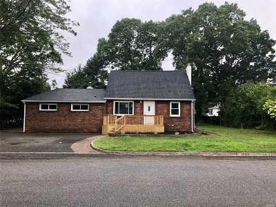 Lindenhurst Single Family Home For Sale: 409 N Broome Ave
